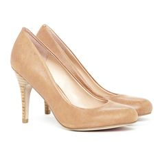Round toe/pink. White would be great also...nothing fancy just smooth, nice, classic look