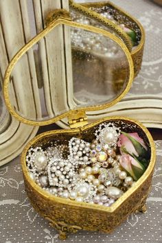 Jennelise ~ Every girl's dream, a gold, heart shaped box, full of beautiful jewelry~❥