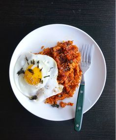 Not sure if I would use this particular recipe/kimchi . but I really like the idea of pressing rice in a waffle iron. Miss Hangrypants: Kimchi Fried Rice Waffles Light Recipes, Clean Recipes, Waffle Maker Recipes, Savory Rice, Kimchi Fried Rice, Pancakes And Waffles, Breakfast Pancakes, Savory Breakfast, Breakfast Time