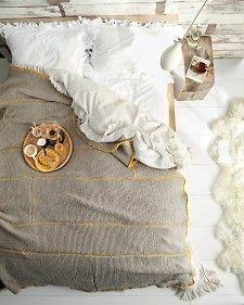 breakfast in bed - DIY knit blanket by martha stewart Couple Room, Hand Knit Blanket, Knitted Blankets, Wool Blanket, Patchwork Blanket, Knitted Scarves, Chunky Blanket, Blanket Crochet, Baby Blankets