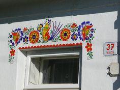 🌟Tante S!fr@ loves this pin🌟 Hornacko(? Polish Folk Art, Mural Wall Art, Mural Ideas, Art N Craft, Acropolis, Outdoor Art, Stencil Designs, Painted Doors, Czech Republic