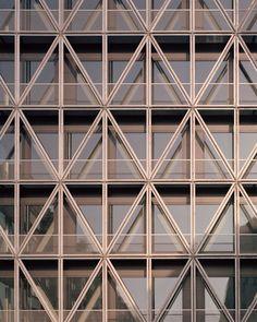 Mondäne Werkstatt - Taz-Neubau von in Berlin eröffnet Timber Architecture, Contemporary Architecture, Architecture Details, Architectural Styles, Architectural Salvage, Facade Engineering, Truss Structure, French Balcony, Barn Renovation