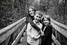 Love this siblings pose