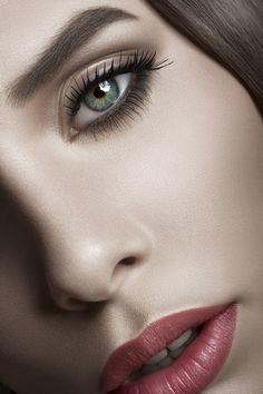 <3 red lip gold eye