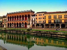 Discover the world through photos. Places Ive Been, Places To Visit, Travel And Leisure, Padua Italy, Wonders Of The World, Tourism, Scenery, Vacation, Dante Alighieri
