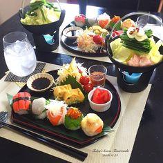 . 今日は料理教室でした🍳 . 過去picの手毬寿司を見て 作ってみたいと思ってくれていたそうで Instagramからご連絡頂きました😊 . 低価格で購入できる食器の活用法も 知りたいとの事でしたので 全部100円ショップの物でコーディネート🎶 . ✿ 一人鍋のもつ鍋 ✿ 手毬寿司 ・カニカマのり巻き ・ひらすと大葉 ・サーモンのスライスオニオンのせ ・柚子いくら ・サーモンのチーズマヨ炙り ✿ 豆苗の卵焼き ✿ 和風サラダ ✿ いちご . ネットなどで簡単に購入できる笹などを 使うとグーンとオシャレに😚 . 高い食器っていっぱい買えないので 大人数での食事の際、私は 100円ショップで枚数を揃えてます🙂💓 . 今日お越し頂いた方は 私より3つ下なのにお子さんが2人😳 尊敬します👏🏻❤️ . #手毬寿司 #もつ鍋 #和ンプレート #ランチ #和食 #100均グッズ #おうちごはん #クッキングラム #デリスタグラマー #おうちカフェ #料理 #料理写真 #手料理 #料理教室 #delicious #LIN_stagrammer #instafood…