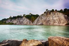 Scarborough Bluffs Toronto Ontario - These magnificent cliffs are quite a spectacle and they offer great views of the surrounding waters. Scarborough Bluffs, Scarborough Canada, Toronto Travel, Visit Toronto, Ontario Travel, Manitoulin Island, Canadian Travel, O Canada, Summer Travel