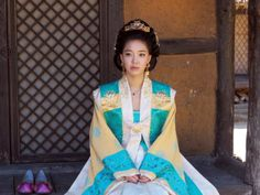 (Juliet) Inspired by the clothing~ Korean Traditional Dress, Traditional Fashion, Traditional Dresses, Dynasty Clothing, Korean Dress, Beautiful Costumes, Chinese Clothing, Period Costumes, Korean Actresses