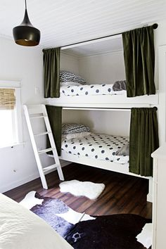 Space Saving Bunk Beds For Small Rooms You Need To Copy In 2019 bunk bed ideas, sharing bedroom ideas, shared bedrooms, space saving room ideas Corner Bunk Beds, Bunk Bed Rooms, Bunk Beds Built In, Modern Bunk Beds, Kids Bunk Beds, Bunk Bed Curtains, Triple Bunk Beds, Privacy Curtains, Beds For Small Rooms