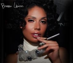 Brenna Linares- People Vaping, Electronic Cigarettes, Celebrities who made the switch.