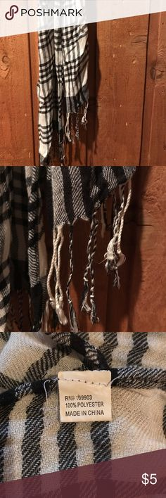 ❄️4 for $15!❄️ Black & White Plaid Scarf Gently used black & white plaid scarf with tassels on the ends. Some small snags here and there (pictured), but otherwise in good condition. Accessories Scarves & Wraps