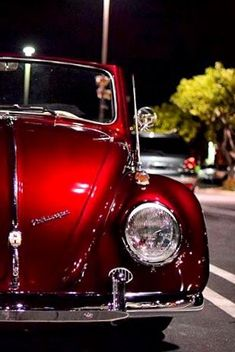 Volkswagen Beetle is one of the most recognizable cars in the world of automobile and which is also deeply ingrained in many pop cultures. Volkswagen New Beetle, Beetle Car, Volkswagen Transporter, Volkswagen Golf, Bentley Suv, Ford Gt, Vw Modelle, Van Vw, Red Beetle
