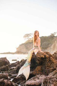 Meet Mermaid Avalon from California! She is our orange county mermaid who makes dreams come true. Read about her experience in the mermaid business! Mermaid Pose, Mermaid Tails, Mermaid Mermaid, Tattoo Mermaid, Vintage Mermaid, Mermaid Artwork, Mermaid Pictures, Mermaid Paintings, Real Mermaids