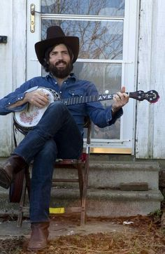 Friday Featured Good: Banjos!  Deering Banjo Company  SPRING VALLEY, CA  Scott Avett of the Avett Brothers loves 'em so that's good enough for us!    http://www.deeringbanjos.com/catalog/category/view/id/10