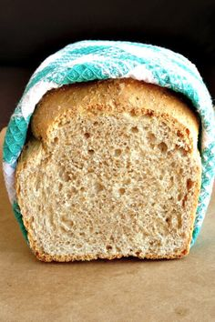 No-Fail Healthy Whole Wheat Bread Recipe. With this simple and delicious homemade bread recipe, you'll never buy store-bought bread again! Making your own bread is so much easier than you think and me(Bread Recipes Artisan) Healthy Homemade Bread, Healthy Bread Recipes, Baking Recipes, Healthy Breads, Homemade Recipe, Homemade Breads, Banana Bread Recipes, Eating Healthy, Drink Recipes