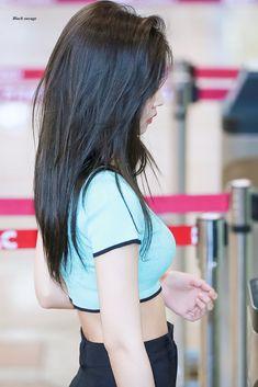 Blackpink Jennie, Korean Girl, Asian Girl, Kim Hair, Blackpink Photos, Aesthetic Hair, Blackpink Fashion, Hair Inspo, Kpop Girls