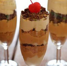 There's nothing better than a quick and easy no-bake recipe for Peppermint Crisp Dessert Ingredients 1 packet tennis biscuits fresh cream mint chocolate 2 peppermint crisp bars 1 […] Desserts In Shot Glasses, Shot Glass Desserts, Chocolate Mousse Recipe, Mint Chocolate, Cold Desserts, Delicious Desserts, Yummy Treats, Peppermint Crisp Tart