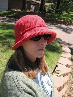 f035d565c82 106-13 a - Crochet hat pattern by DROPS design