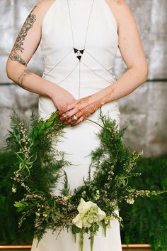 Perfect for a boho bride - greenery wedding hoop bouquet   Christiansen Photography   Glamour & Grace