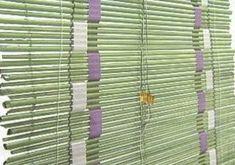 Percianas recicladas: ¿Qué necesitamos? - Papel de diario - Cola de pegar o engrudo - Pincel pequeño - Acrílico - Hilo de nylon - Varilla metálica 3 mm - Varilla de madera