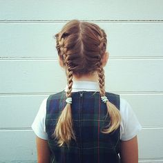 女の子はりっぱなレディー。「髪の毛、可愛くして」とママにおねだりしてきたりしませんか。だけど、「私不器用だし」「時間がないわ~」という理由で、結局いつも同じ…というママも多いと思います。今日からは、我が子の願いを聞いてあげて、かわいいプリンセスにしてあげましょう♪カラフルなカラーゴムを使ったヘアアレンジなど、簡単・かわいいアイデア満載です!
