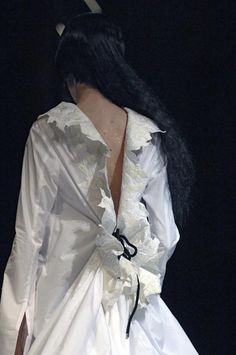 Yohji Yamamoto - Ready-to-Wear - Runway Details - Women Spring / Summer 2007 - See more at: http://firstview.com/collection.php?p=25&id=13111&of=38#sthash.UDsB0y7B.dpuf