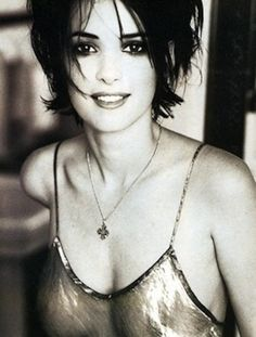 tartanspartan: bohemea: Winona Ryder - The Face by Ellen von Unwerth, July 1994 The part of me that misses the Ellen Von Unwerth, Pretty People, Beautiful People, 1990 Style, The Face Magazine, Winona Forever, Stars Nues, Richard Avedon, Portraits