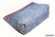 Hääräämö: Farkkupenaalista kolme versiota + ohje Jean Crafts, Denim Crafts, Sewing Hacks, Sewing Projects, Pencil Case Tutorial, Recycle Jeans, Diy Jeans, Denim Handbags, Denim Ideas