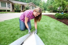 Synthetic lawn: SYNLawn offers perfect-looking grass at Lowe's & Home Depo stores.I have to say it looks so real and I want it! Fake Turf, Synthetic Lawn, Grass Stains, Front Courtyard, Lowes Home, Small Backyard Patio, Artificial Turf, Landscape Designs, Outdoor Stuff