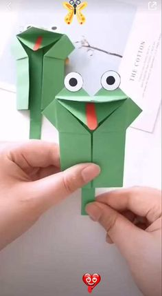 How to Make a Paper Frog Toy? How to Make a Paper Frog Toy? Paper crafts are really cool with their fine designs illustrating some of the best of creative ideas. Enjoy it!<br>