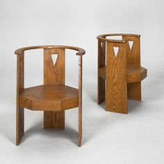 View Paire de fauteuils pair by Eliel Saarinen on artnet. Browse upcoming and past auction lots by Eliel Saarinen. Art Parisien, Small Swivel Chair, Compact Table And Chairs, Outdoor Dining Chair Cushions, Antique Chairs, Living Room Chairs, Scandinavian Design, Furniture Design, Auction