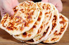 Πανεύκολες τηγανιτές τυρόπιτες χωρίς λάδι και αυγά! Good Food, Yummy Food, Delicious Recipes, Bulgarian Recipes, Breakfast Snacks, Bread Rolls, Greek Recipes, Tasty Dishes, Food To Make