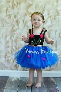 Festa Infantil Frozen - Outra linda inspiração de roupa infantil baseada na personagem Anna. Créditos da imagem na foto.