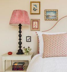 Cosy Interior, Interior Decorating, Interior Design, Antique Pictures, Lined Curtains, Small Furniture, White Rooms, Home Design, Decoration