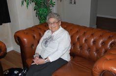 Mormor Birthe - nu med taske!  - Pyhh... Kasper, den var tæt på ;)