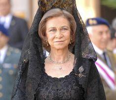 Reina Sofia con mantilla Española,,,,,,,,,,,,http://www.pinterest.com/carmenvelasco/mantilla-espanola/