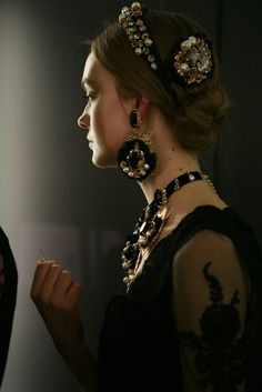 Yes! Bring back the Parure ! Love dolce & gabbana. #jewelry