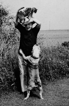 Another great Truman Capote with cat moment.