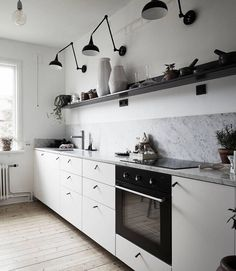 Beautiful minimalist kitchen with white cabinets, marble counters and grey backsplash. The eat-in kitchen table and big window are perfect for a small, city kitchen. Swedish Interior Design, Monochrome Interior, Swedish Interiors, Interior Modern, Eat In Kitchen Table, Kitchen Dinning, Kitchen Decor, Kitchen Ideas, Diy Kitchen