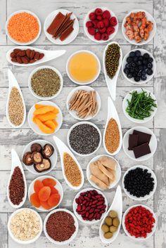 Conheça os superalimentos ou superfoods e saiba quais são os seus benefícios a longo prazo para a saúde. Eles também podem turbinar o metabolismo e muito mais!
