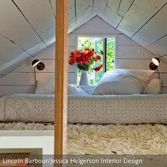 Das Elternschlafzimmer ist klein aber fein. Ein großer, selbstgepflückter Blumenstrauß bringt Frische in den Raum, ein kuscheliger Teppich sorgt für…