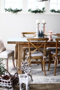 I can't believe Christmas is almost here! And I haven't even shared our Christmas decor yet!! So without further ado here is our dining room decor. I never really decorate the di…