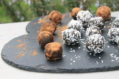 Ballet dancer and health blogger Saskia, has created an awesome superfood snack. If you wish your spirulina tasted like chocolate, this is the recipe for you!