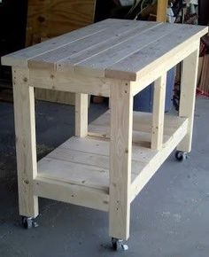 Ted's Woodworking Plans - Établi sur roulettes Get A Lifetime Of Project Ideas & Inspiration! Step By Step Woodworking Plans Diy Workbench, Woodworking Bench, Woodworking Crafts, Rolling Workbench, Woodworking Classes, Popular Woodworking, Workbench Organization, Workbench Designs, Fine Woodworking