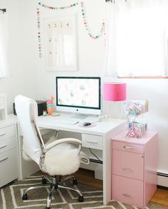Our Features Editor, @dreamgreendiy, shares 3 easy tips to reorganizing your home office seasonally, today on glitterguide.com. You can also see the design details of her office on @betterhomesandgardens today. ✨link in bio✨