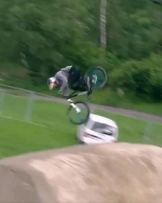 Mountain Bike Action, Mountain Biking, Giant Bikes, Best Bmx, Dangerous Sports, Bollywood Funny, Wow Video, Oddly Satisfying Videos, Funny Vid