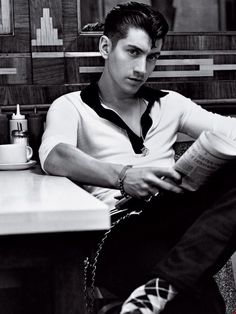 Alex Turner <3 Makes me wish Dim still had that hair, super cool. Very Greaser-like. IDK about the popped polo collar though.