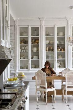 27 Kitchen Remodel Ideas On A Budget white kitchen design; kitchen… – White N Black Kitchen Cabinets Classic White Kitchen, Kitchen Interior, Kitchen Inspirations, Beautiful Kitchens, Dream Kitchen, House, Kitchen Remodel, Home Kitchens, Repurposed Kitchen