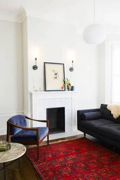 Love a good vintage rug in any space, especially the living room. Rugs In Living Room, Living Spaces, Red Persian Rug Living Room, Persian Decor, San Francisco Design, Deco Boheme, Interior Decorating, Interior Design, Design Interiors