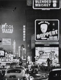 Times Square, photo by Andreas Feininger via mudwerks (by John McNab) I chose this photo because I like the busyness of Time Square. The basic rules of photography have been the same for awhile. Times Square has been the center of New York for along time. Black And White Picture Wall, Black And White Pictures, New York Black And White, Vintage New York, Vintage London, Vintage Modern, Old Pictures, Old Photos, Photo New York